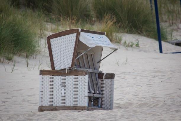 Kurzurlaub Insel Usedom, Deutschland, Strandkörbe überall. An der Ostsee ist es gerne windig und mit den t