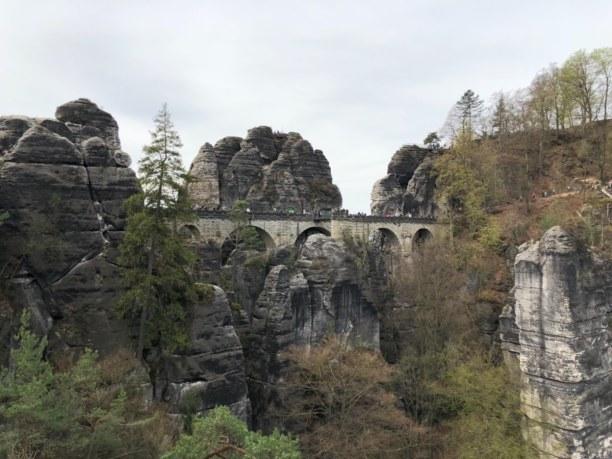 Kurzurlaub Sächsische Schweiz & Erzgebirge, Deutschland, Bastei-Brücke nach anstrengendem Aufstieg von Rathen zur Bastei
