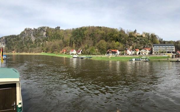 Kurztrip Sächsische Schweiz & Erzgebirge, Deutschland, Blick von der Fussgängerfähre auf die Bastei und Rathen