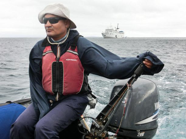 Kurztrip Galapagos (Stadt), Ecuador, Ecuador, Schlauchboote bringen uns zu den Inseln.