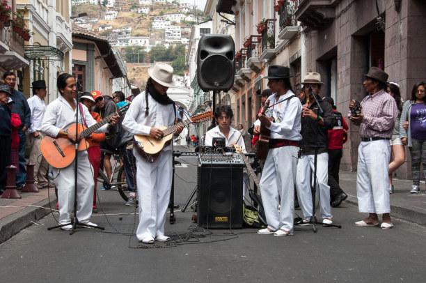Kurzurlaub Quito (Stadt), Ecuador, Ecuador, An vielen Ecken sorgen Straßenmusikanten für gute Stimmung.