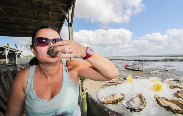 Langzeiturlaub Aquitanien, Frankreich, Im Bassin werden Austern gezüchtet und die kann man quasi alle 100 Me