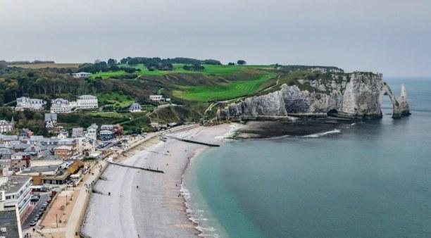 Langzeiturlaub Atlantikküste, Frankreich, Wer sich an den Aufstieg der Felsen wagt, wird mit einem atemberaubend