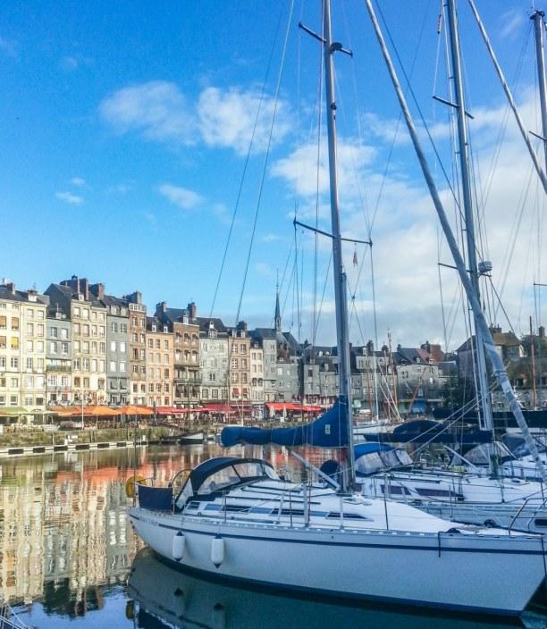 Langzeiturlaub Atlantikküste, Frankreich, Der Hafen von Honfleur ist Mittelpunkt und Herzstück des kleinen Orte