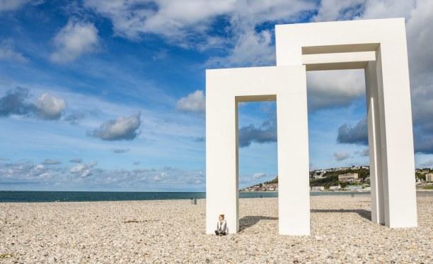 Langzeiturlaub Atlantikküste, Frankreich, Keine Ahnung, was dieses Kunstwerk am Strand von Le Havre bedeuten sol