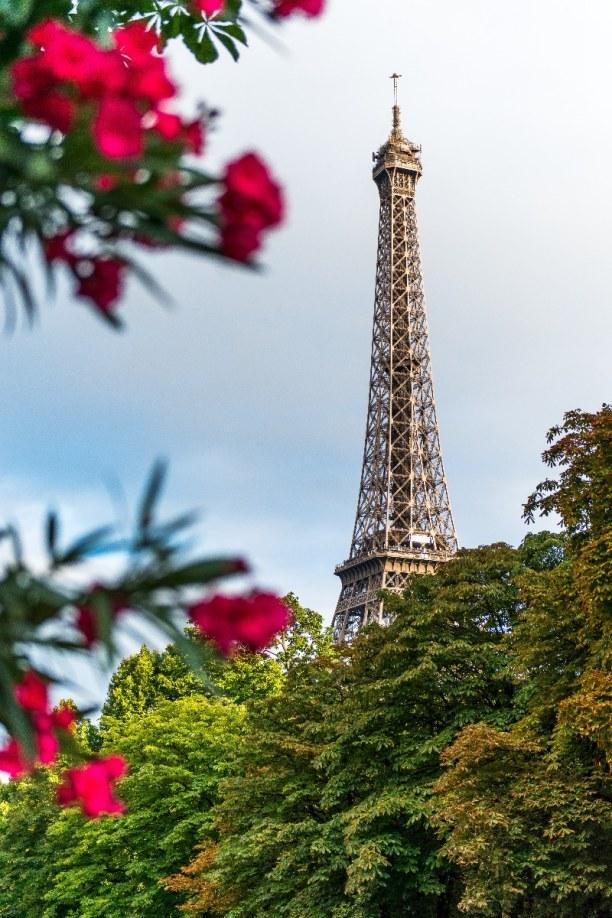 Kurzurlaub Ile de France, Frankreich, Der Eiffelturm ist 324 Meter hoch und wurde unter anderem als Aussicht