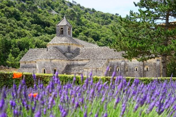 1 Woche Provence, Frankreich, Die Abtei Senanque liegt etwas außerhalb von Gordes. Heute leben imme
