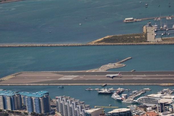 Kurzurlaub Gibraltar, Gibraltar, Gibraltar ist zwar sehr klein, aber trotzdem gibt es einen Flughafen.