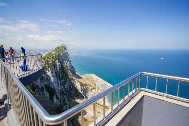 Kurztrip Gibraltar, Gibraltar, Der 426 Meter hohe Felsen von Gibraltar ist ein Kalksteinmonolith.