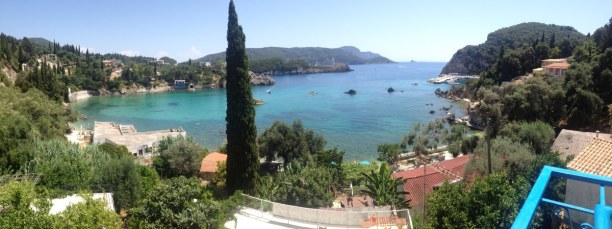 10 Tage Korfu, Griechenland, Vom Bergdorf Lakones hast du einen tollen Ausblick auf die Stadt Palai