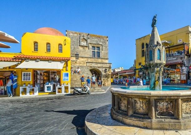 Kurzurlaub Rhodos, Griechenland, Rhodos- Stadt liegt auf der Nordseite der gleichnamigen Insel. Sie unt