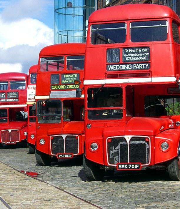 Kurztrip London & Umgebung, Großbritannien, Hier sieht man die bekannten Londoner Doppeldecker. Aber auch Hop-on H