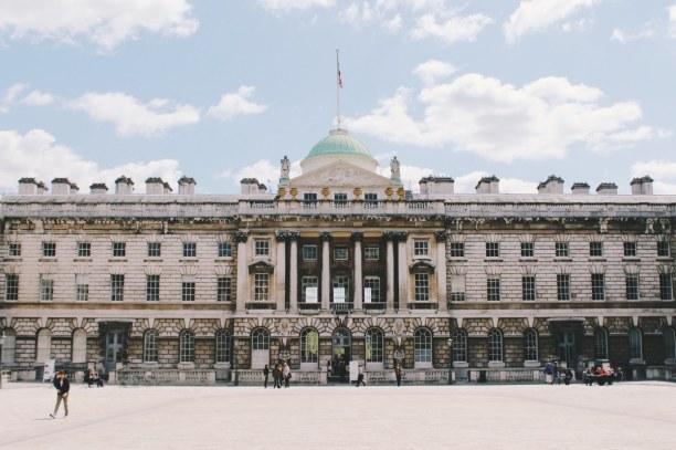 Kurzurlaub London & Umgebung, Großbritannien, Somerset House ist ein Regierungsgebäude.