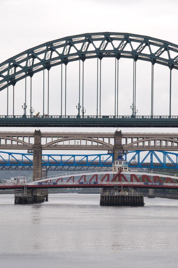 Kurzurlaub Mittel & Nord-England, Großbritannien, Die Brücken verbinden eigentlich zwei Städte: Am einen Flussufer lie