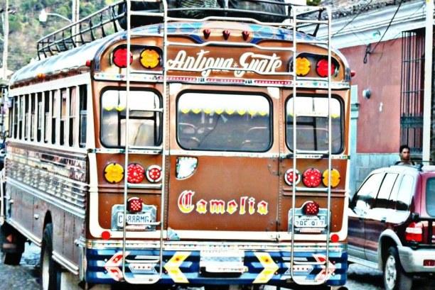 Langzeiturlaub Guatemala, Guatemala, Eine Fahrt mit einem der Chicken Buses ist ein echtes Erlebnis. Diese
