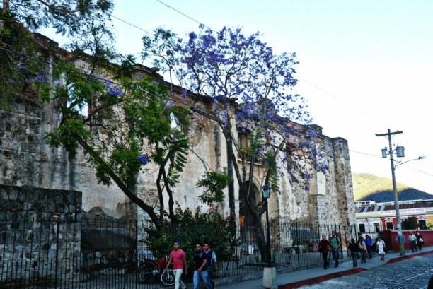 Langzeiturlaub Guatemala, Guatemala, Der Stadtkern von Antigua ist geprägt von kolonialen Bauten