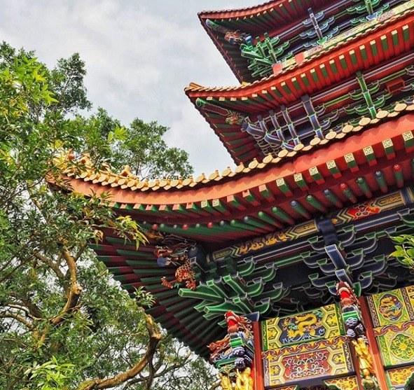 Kurzurlaub Hongkong, Hongkong, Was den Häuserschluchten an Farbe fehlt, machen die Tempel wieder wet