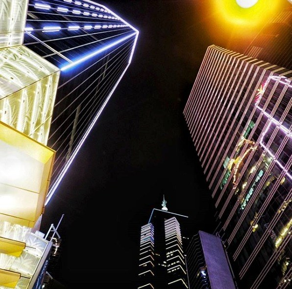 Kurzurlaub Hongkong, Hongkong, Die Häuserschluchten in Hongkong sind so tief (oder hoch), dass das G