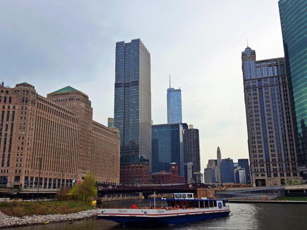 Kurzurlaub Chicago (Stadt), Illinois, USA, CHICAGO RIVER  Mit dem Water Tower, dem Navy Pier und seinen 52 Brück