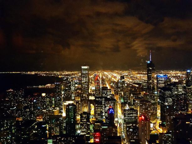 Kurztrip Chicago (Stadt), Illinois, USA, Blick auf das nächtliche Chicago von der Lounge im John Hancock Tower