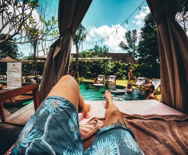 Langzeiturlaub Bali, Indonesien, Pool mit Chillarea