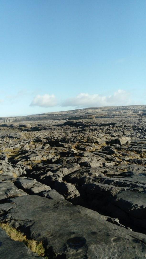 Kurzurlaub Dublin & Umgebung, Irland, Die Landschaft an der Westküste ist sehr grau und grün, aber trotzde