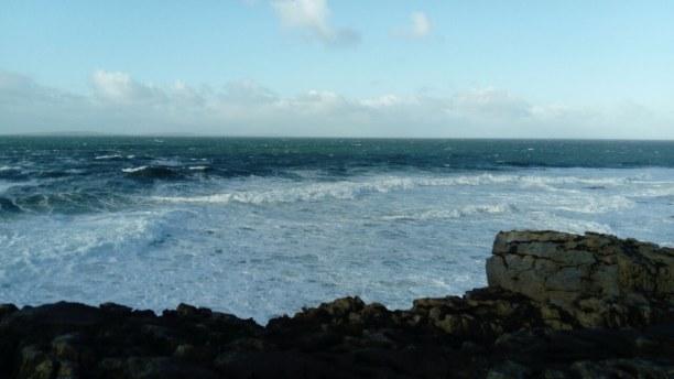 """Kurzurlaub Dublin & Umgebung, Irland, Selbst bei den """"Mini Cliffs"""" in der Nähe von Kinvarra war es sehr win"""