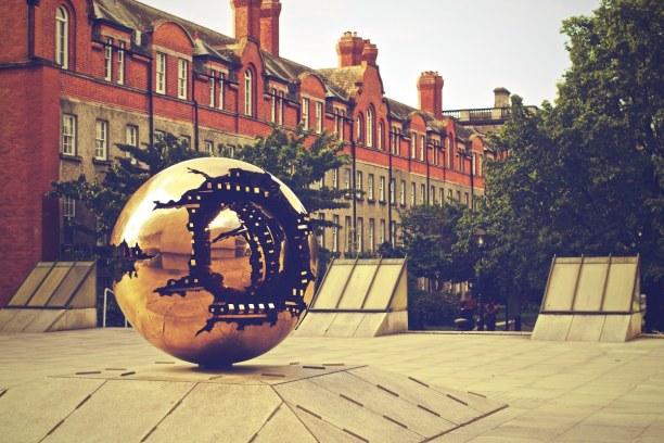 Kurzurlaub Dublin & Umgebung, Irland, Das Trinity College zählt zu den besten Universitäten Irlands. Allei