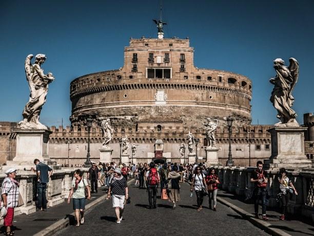 Kurzurlaub Latium, Italien, Das Kolosseum in Rom ist das größte jemals gebaute Amphitheater der