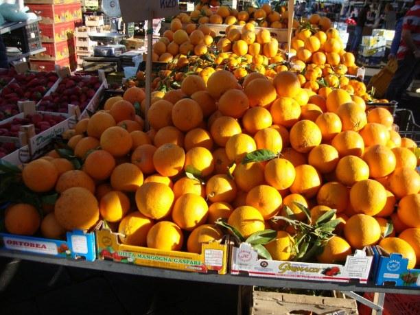 2 Wochen Sizilien, Italien, In Catania gibt es sehr viele Orangen- und Zitronenplantagen, da hier