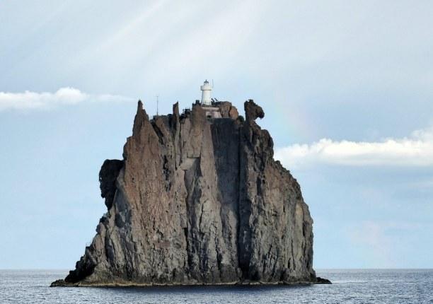 Zwei Wochen Sizilien, Italien, Hier siehst du den Strombolicchio, also den kleinen Stromboli, der der