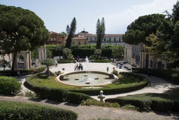 Kurzurlaub Sizilien, Italien, Vom Bellini Park kann man ein weiteres Highlight Siziliens bestaunen.