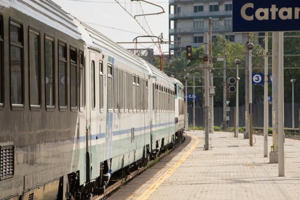 Kurztrip Sizilien, Italien, Meine Reise führt mit der Eisenbahn nach Sizilien und mit dem Flugzeu