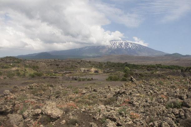 Kurzurlaub Sizilien, Italien, Von Catania ist es möglich den Ätna und die Lavafelder zu besuchen.