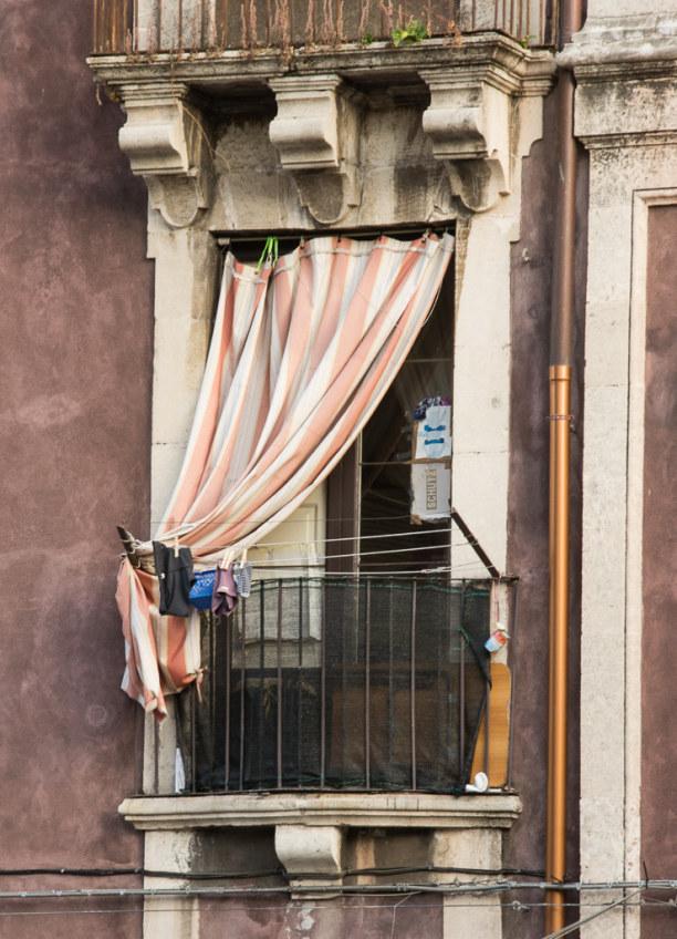 Kurztrip Sizilien, Italien, Der Klassiker: Wäsche auf den kleinen Balkonen. Einfach herrlich!