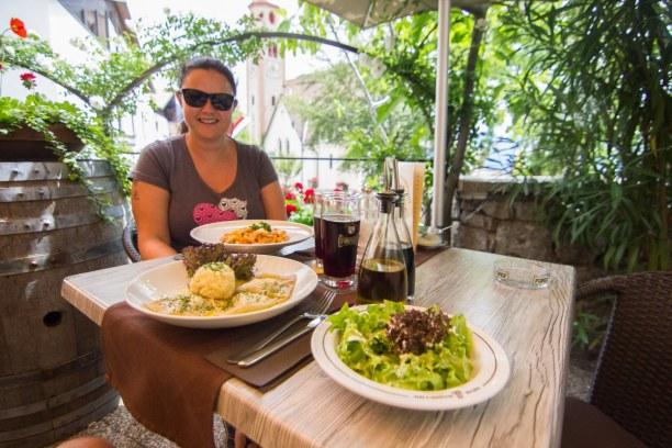 """Kurzurlaub Trentino-Südtirol, Italien, Weiters ins Dorf Tirol zum Wirtshaus """"Schlecht'n Seppl"""". Natürlich ha"""