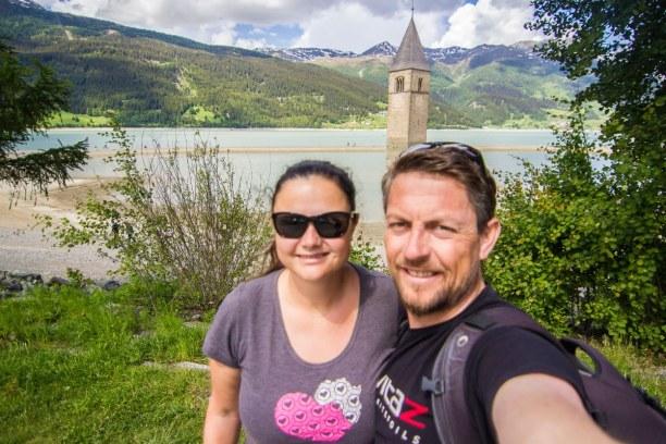 Kurzurlaub Trentino-Südtirol, Italien, Der Reschensee ist der größte See in Südtirol. Der Kirchturm ist mi