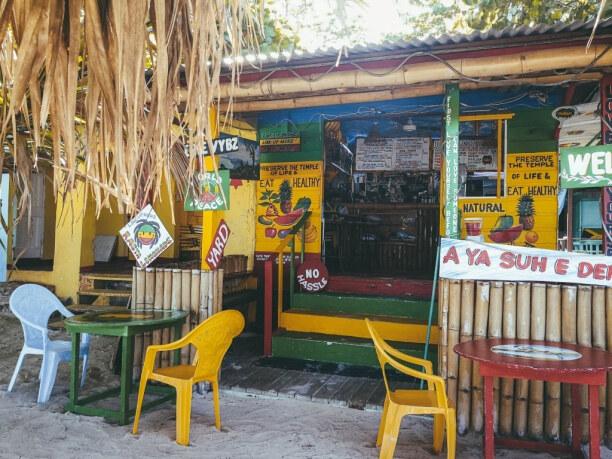 10 Tage Jamaika, Jamaika, Am 7 Mile Beach in Negril gibt es alle paar Meter kleine Cafes, in den