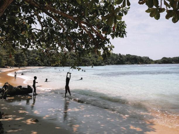 10 Tage Jamaika, Jamaika, Am Winnifred Beach kommt man garantiert ins Gespräch mit Locals.Touri