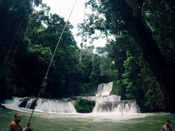 10 Tage Jamaika, Jamaika, Die Y.S. Falls gehören zu den spektakulärsten Wasserfällen auf Jama