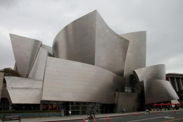 Kurztrip Los Angeles (Stadt), Kalifornien, USA, Die Walt Disney Concert Hall hat die Form eines Segelschiffes. Die Sä
