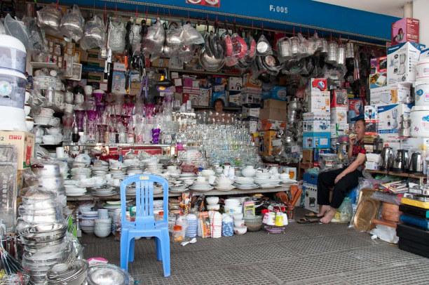 Kurztrip Kambodscha, Kambodscha, Auch das ist der Zentralmarkt, rund um die stilvolle Halle aus der fra
