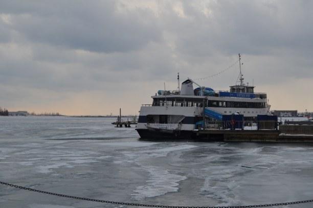 10 Tage Quebec, Kanada, Hafen von Toronto - komplett zugefroren.