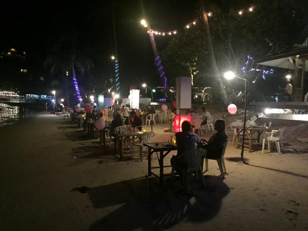 10 Tage Ko Phangan (Stadt), Koh Samui und Umgebung, Thailand, Hast Du schon einmal barfuß am Strand zu Abend gegessen? Ich liebe es