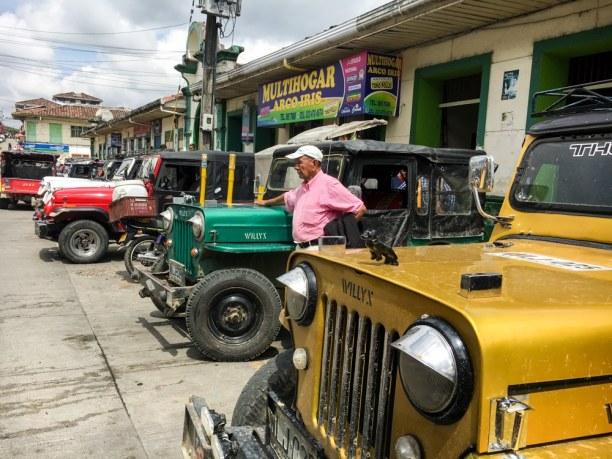 Kurzurlaub Filandia (Stadt), Kolumbien, Kolumbien, Mit einem dieser Jeeps geht's von Pereira zu den Thermalquellen