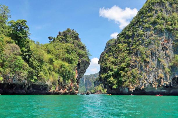 Kurztrip Ao Nang Beach (Stadt), Krabi, Thailand, Felsformationen vor Krabis Küste