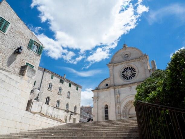 10 Tage Murter (Stadt), Krk und nordadriatische Inseln, Kroatien, Die kleine Hafenstadt Sibenik eignet sich optimal für einen Nachmitta