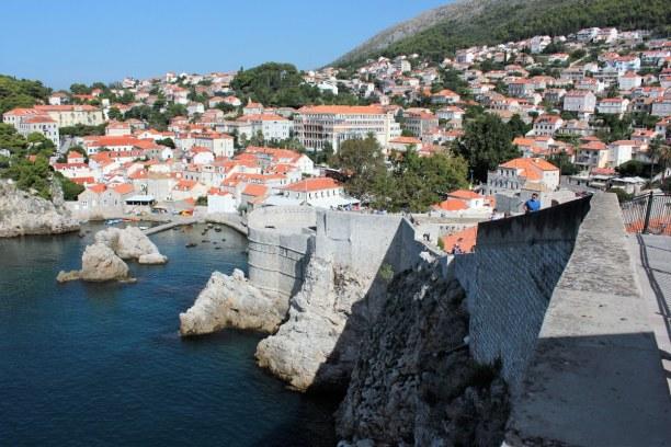 10 Tage Adriatische Küste, Kroatien, Von der Stadtmauer hat man einen wunderbaren Blick auf die zerklüftet