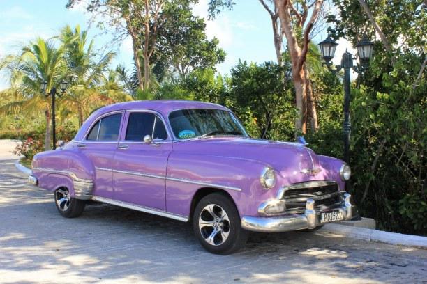 3 Wochen Atlantische Küste / Norden, Kuba, Dieser wunderschöne Oldtimer stand vor unserem Hotel und konnte für