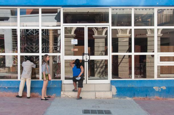 Kurztrip Karibische Küste / Süden, Kuba, Shoppen ist in der Enramada aber kein wirkliches Vergnügen. Oft sind